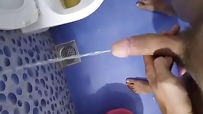 Indian hot boy deven squarting in the toilet