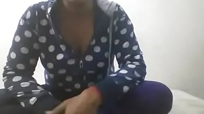 Indian bhabi fingering her pussy on skype for money